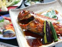●夕食●甘辛く味付けた金目鯛の姿煮は、ご飯もお酒もすすむ味わいです♪