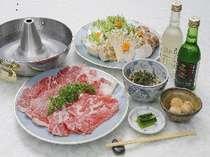 夕食はしゃぶしゃぶに信州そば、漬物、小鉢1点、ご飯で量・質とも大満足