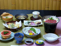 【お手軽会席(一例)】旬の食材を使った会席料理。量が控え目でお手軽です。