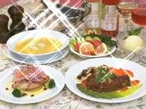 奥様自慢の料理は高原野菜を使い味もボリュームも◎!!温かい料理がお客様をお出迎え!