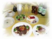 葡萄の香りの軽井沢Wineが、お食事にお勧めです!温かい料理がお客様をお出迎え!