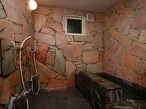 天然石で造った、お風呂は何時でも入れ人気です!貸切もOK