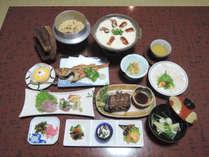 【食事一例】地元の名産や野菜を使用した、自慢の夕食をお召し上がり下さい。