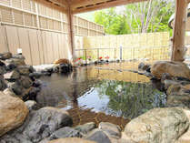 *【露天風呂】東屋風の造りが情緒を感じさせる露天風呂でゆったりと…
