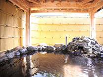 *【露天風呂】東屋風の造りが情緒を感じさせる露天風呂