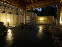 *【露天風呂】東屋風の造りが情緒を感じさせる露天風呂。