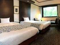 【ツインルーム・23平米】120cm幅のセミダブルベッドを2台設置しております。
