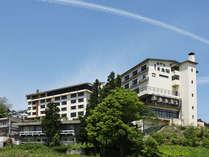 赤倉温泉の高台に位置し、眺望も抜群です。