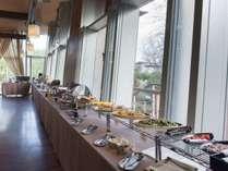【朝食】バイキングまたは定食になります(朝7:30~9:30)