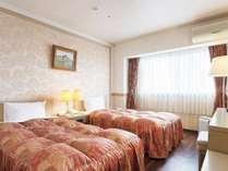 【メゾネットルーム】2階部分にベッドルームとユニットバスがあるお部屋