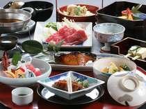 【料理一例】自家栽培の野菜とお米にこだわった手作り料理。献立は毎日異なり、季節感も味わえる。