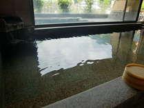 【5階展望浴場】とろっとした湯。