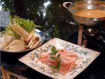 なっとく豚の味しゃぶは、味噌仕立てのお出汁でどうぞ。(一例)