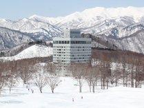 【【冬】雪景色の中佇む水上高原ホテル200