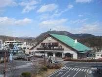駅・バス停目の前でアクセス便利!東武・JR日光駅と世界遺産や中禅寺湖方面へのバス停の目の前です。