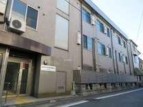 施設外観・JR京都駅から徒歩5分抜群の立地。京都観光やビジネスにぜひご活用くださいませ。