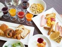 【優雅な朝食】多彩なメニューからマイ朝ごはんをコーディネート。洋食例 ※日本酒・ワイン含む