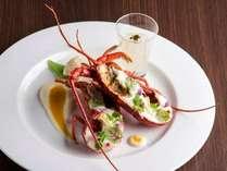 【夕食】伊勢海老のソテー カリフラワーのピューレと昆布のジュレと共に/ヴァーグ・ブランシェ料理例