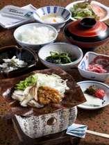 名物の朴葉味噌の朝食