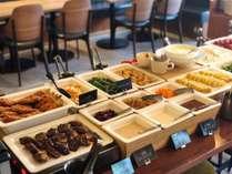洋食を中心としたビュッフェ式の朝食。名古屋めしの味噌カツもご用意しております。