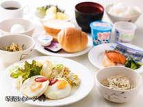 和洋バイキング朝食(1食550円)2階フロント前ロビーにて