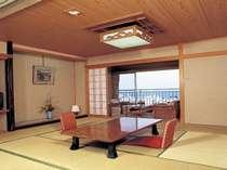 7名様定員和室海側客室の一例です。内風呂のお湯も全室天然温泉!