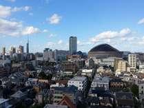 福岡ドームまで徒歩10分程度の好立地でございます。