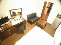 洋室 シングル仕様浴室・トイレセパレートTV、DVD&VHSデッキ、エアコン、応接セット、鏡台付デスク