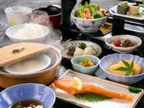【和朝食】彩り豊かで、身体に優しい栄養バランスを重視した献立を、和食膳でご用意いたします。
