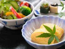 【和朝食】こだわり抜いたお出汁の利いた玉子焼は和朝食には欠かせない一品。お花坊の一押しです。