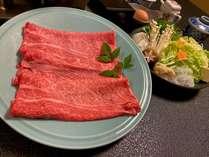 和牛を使用したすき焼きをお楽しみください。