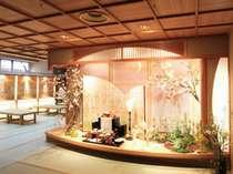 湯上り処「てふてふ」月ごとに季節感あふれる和風ディスプレイがお客様に喜ばれております。
