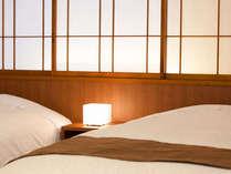 カップルに大人気【和モダンルーム】お部屋のベッドは、最高級フランスベッドを導入しております。