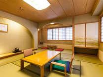 【ゆったり広めの西館和室】明るい純和風の造りは、長い時間お過ごし頂くのにも嬉しい空間です。
