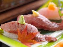 和牛炙りにぎりは人気の一品。とろける食感と、上品な甘みをお楽しみ下さい。