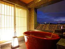夕暮れの時間は更に美しい高知城を望めます。