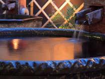 男性用かめ風呂は、天然ラジウム鉱の信楽焼きを使用しております。