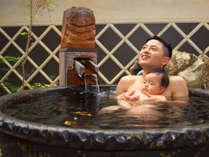 親子で露天岩風呂。きもちいい~♪