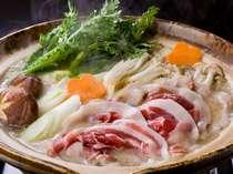 お部屋のコタツでお鍋をどうぞ。これぞザ・日本♪
