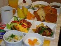 朝食サービスの一例、2F朝食コーナーで7:00~9:00迄、ご用意