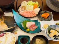 【夕食一例:スタンダード二食】地元食材を使った夫婦こだわりの料理。