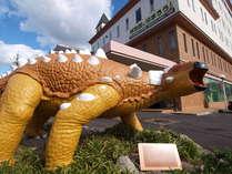 【ファル】博物館のマスコットキャラクター、モデルはエウオプロケファルスで「恐竜のファル君」