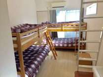 2段ベッドを2台並べたお部屋です。(Room205)