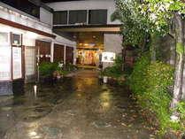 玄関、駐車場、公衆浴場入口