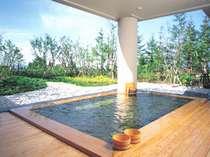 【月見の湯(露天)】あてまの四季を望む露天風呂をお楽しみください。