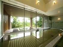 【大浴場一例】広々とした湯船に、サウナ、檜の露天風呂を併設しております。