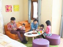 【ベビールーム(洋室)】赤ちゃん連れご家族への思いやりがたくさん詰まったお部屋です。