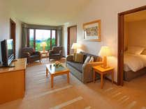 【フレンズルーム(洋室)】共有のリビングスペースと4つの個室が付いたお部屋です。