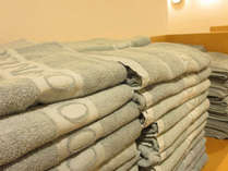 【大浴場アメニティ】大浴場にはタオルを常備。お部屋からお持ちいただ必要はありません。