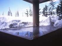 【ふるさとの湯(露天)】冬期間は雪見露天をお楽しみください。